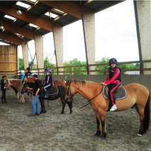 A space to accommodate people with disabilities during equitherapy sessions